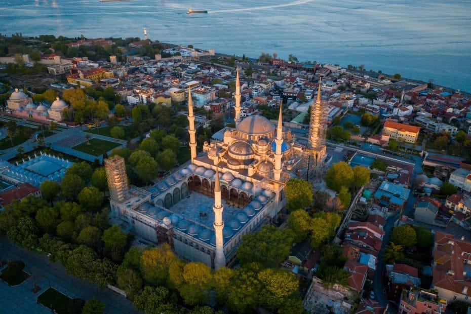 Turkin pääkaupunki Istanbul ylhäältä kuvattuna